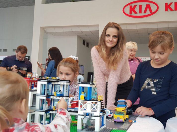 Выездной город из лего: активность на детские праздники